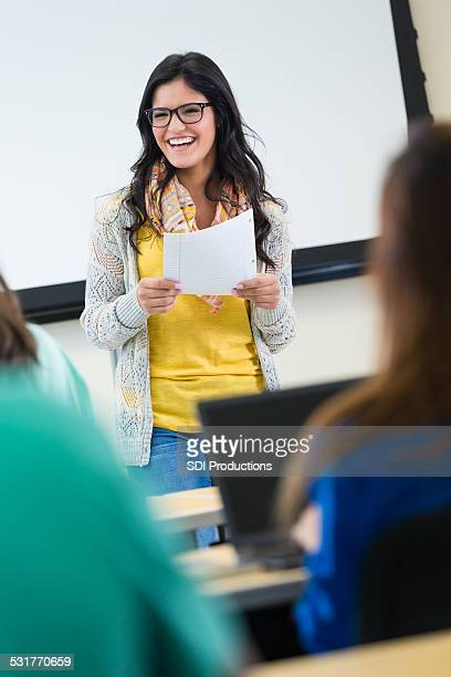 Intelligent student reading paper to college classmates