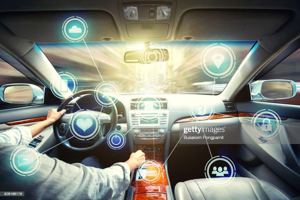 Intelligent vehicle cockpit and wireless communication network concept : Foto de stock