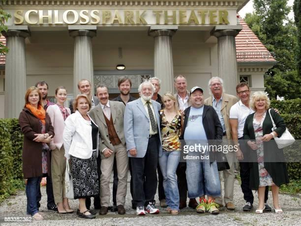 Intendant Dieter Hallervorden 8vl und seine Schauspieler für die kommende Saison wie zB Dirk Bach Dagmar Biener Ingeborg Krabbe Matthias Freihof...