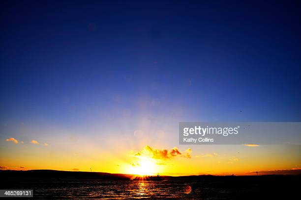 intense blue sunset over the sea - プール湾 ストックフォトと画像