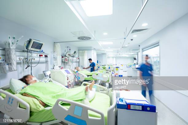 intensive care in the hospital, covid-19 - emergency room stock pictures, royalty-free photos & images