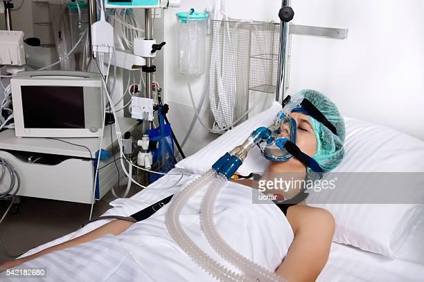 intensive pflege patienten - intensivstation stock-fotos und bilder