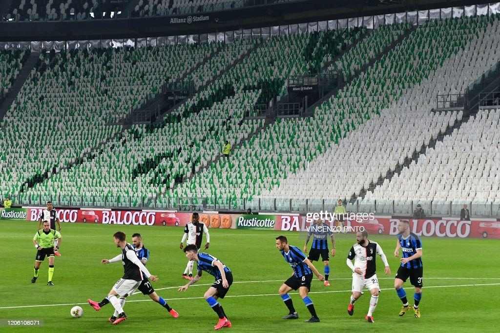 TOPSHOT-FBL-ITA-SERIEA-JUVENTUS-INTER : News Photo