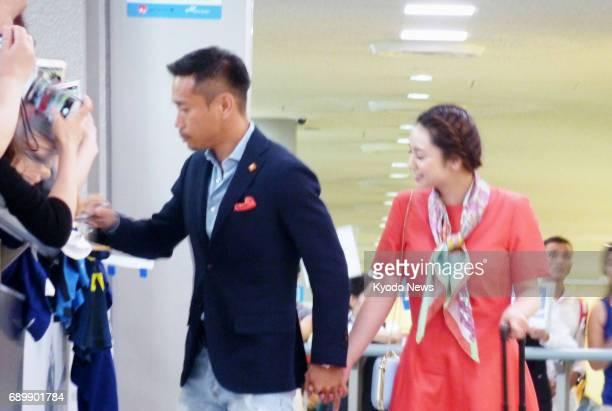 Inter Milan defender Yuto Nagatomo gives autographs to fans at Narita airport near Tokyo on May 30 after returning to Japan from Italy with his...