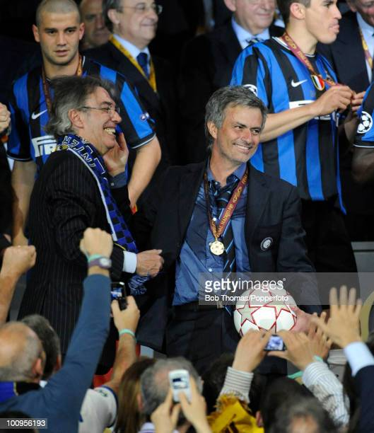 Inter Milan manager Jose Mourinho with team President Massimo Moratti celebrate during the presentation ceremony after the UEFA Champions League...