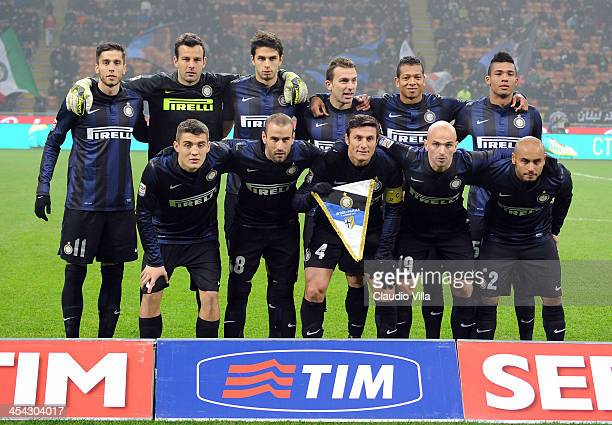 Inter Milan players line up for a team photo before the start of the Serie A match between FC Internazionale Milano and Parma FC at Stadio Giuseppe...