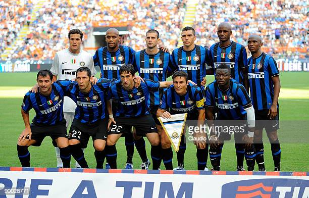 Inter Milan players line up pose for the team photo prior to their the Serie A match against Bari at Giuseppe Meazza Stadium on August 23, 2009 in...