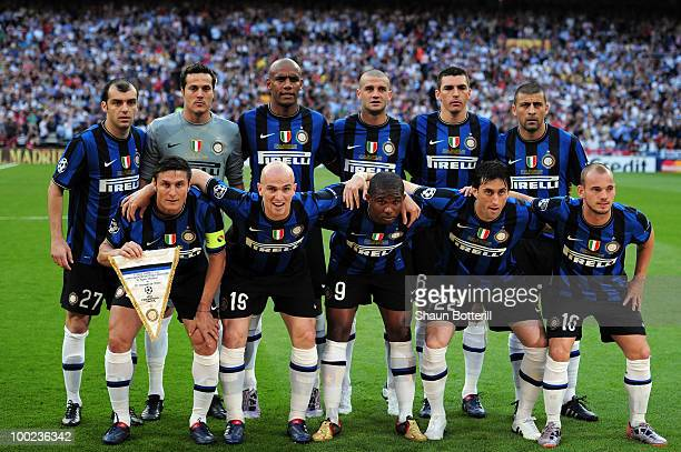 Inter Milan players line up prior to the UEFA Champions League Final match between FC Bayern Muenchen and Inter Milan at the Estadio Santiago...