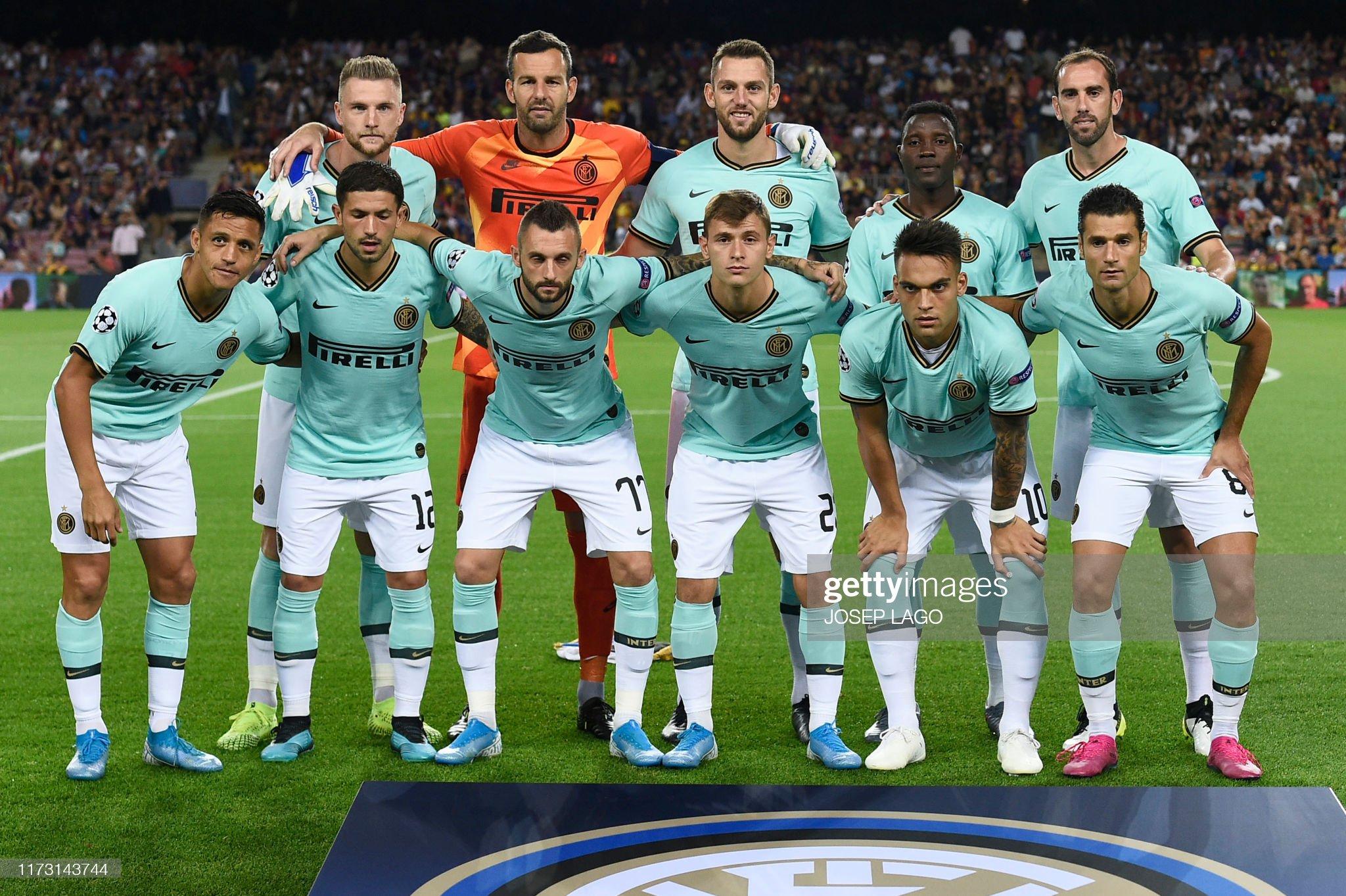 صور مباراة : برشلونة - إنتر 2-1 ( 02-10-2019 )  Inter-milan-players-pose-before-the-uefa-champions-league-group-f-picture-id1173143744?s=2048x2048