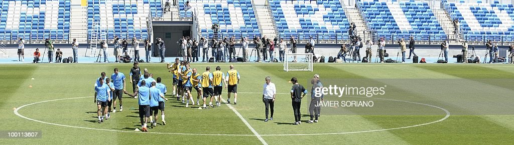 Inter Milan players take part in a team training session at the Alfredo Di Stefano stadium in Madrid, on May 21, 2010, on the eve of the UEFA Champions League Final against Bayern Munich.