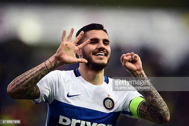 Inter Milan's Argentinan forward Mauro Icardi celebrates after scoring a goal during the italian Serie A football match between Frosinone and Inter...