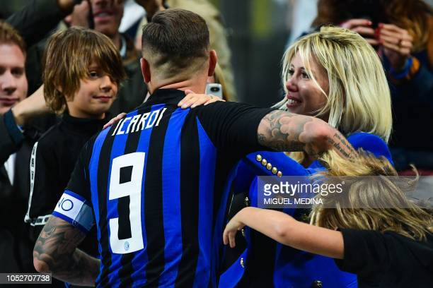 Inter Milan's Argentine forward Mauro Icardi celebrates with his wife Wanda Nara and their children at the end of the Italian Serie A football match...
