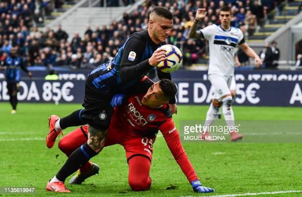 Inter Milan's Argentine forward Mauro Icardi collides with Atalanta's Italian goalkeeper Pierluigi Gollini during the Italian Serie A football match...