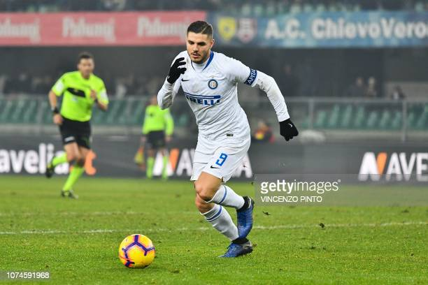 Inter Milan's Argentine forward Mauro Icardi runs with the ball during the Italian Serie A Football match Chievo Verona vs Inter Milan at the...
