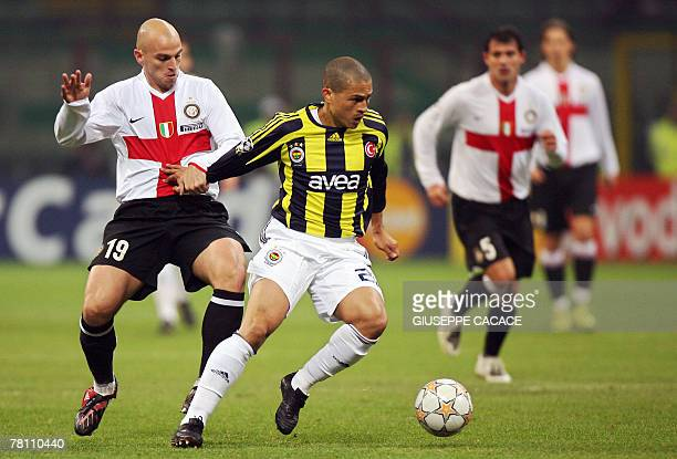 Inter Milan's Argentine midfielder Esteban Matias Cambiasso fights for the ball with Fenerbahce's Brazilian midfielder and captain Alex during the...