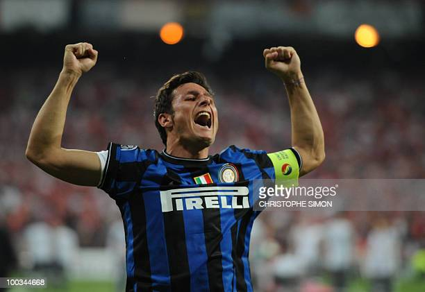 Inter Milan's Argentinian defender and captain Javier Aldemar Zanetti celebrates after winning the UEFA Champions League final football match Inter...