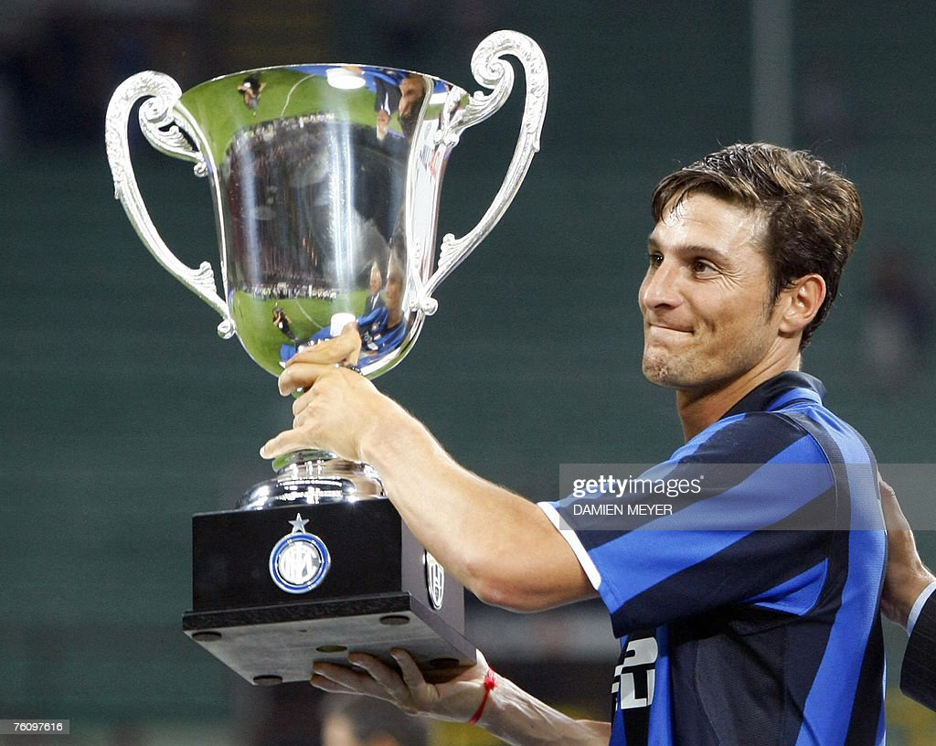Inter Milan's Argentinian defender Javie : News Photo