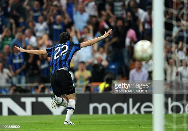 Inter Milan's Argentinian forward Diego Milito celebrates after scoring his second goal during the UEFA Champions League final football match Inter...