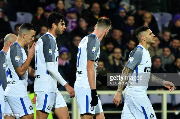 Inter Milan's Argentinian forward Mauro Icardi celebrates with teammates after scoring during the Italian Serie A football match between Fiorentina...