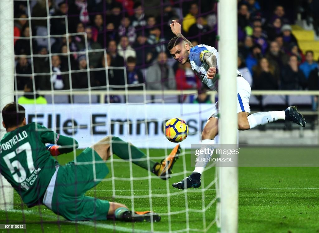 Inter Milan's Argentinian forward Mauro Icardi (R) scores past Fiorentina's goalkeeper Marco Sportiello during the Italian Serie A football match between Fiorentina and Inter Milan at The Artemio Franchi Stadium in Florence on January 5, 2018. /