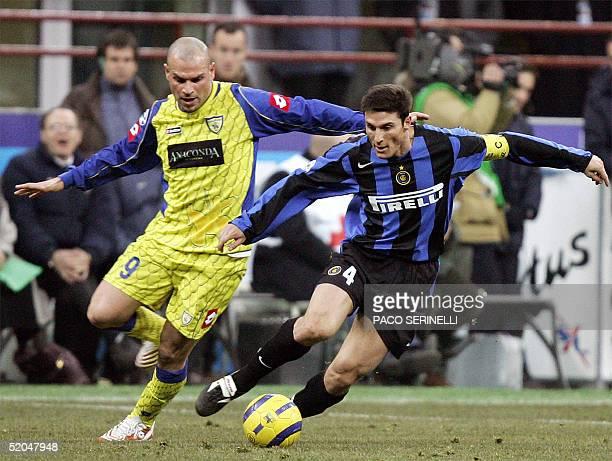 Inter Milan's Argentinian midfielder Javier Zanetti vies with Chievo Verona's forward Simone Tiribocchi during their Italian serie A football match...