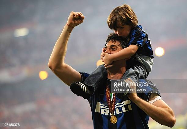 Inter Milan's attacker Diego Milito celebrates with his son after the UEFA Champions League final football match at the Santiago Bernabeu stadium in...