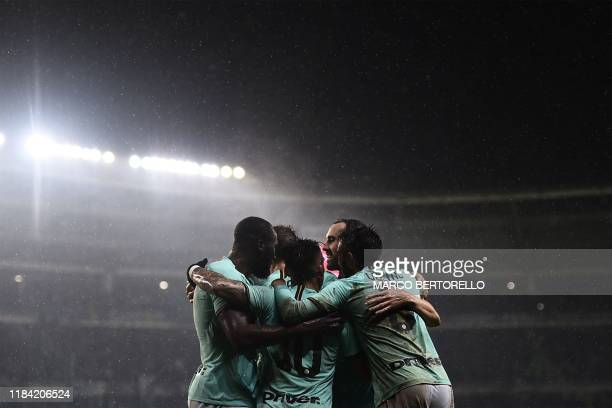 Inter Milan's Belgian forward Romelu Lukaku and teammates celebrate after scoring their second goal during the Italian Serie A football match Torino...