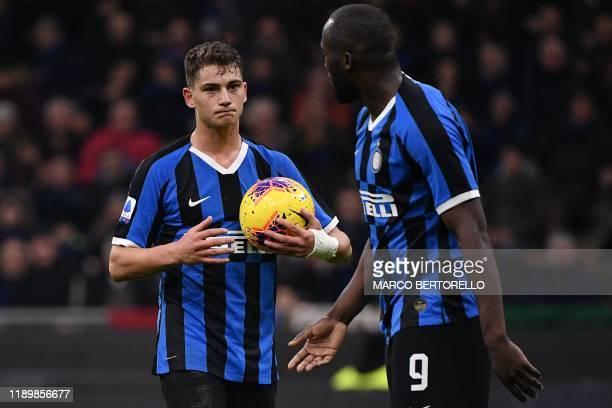 Inter Milan's Belgian forward Romelu Lukaku hands the ball for Inter Milan's Italian forward Sebastiano Esposito to shoot a penalty during the...