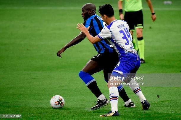 Inter Milan's Belgian forward Romelu Lukaku holds off Sampdoria's Japanese defender Maya Yoshida during the Italian Serie A football match Inter vs...