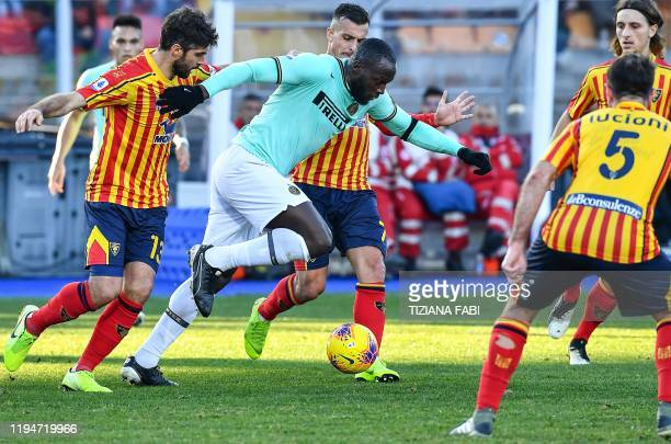 Inter Milan's Belgian forward Romelu Lukaku outruns Lecce's Italian defender Luca Rossettini during the Italian Serie A football match Lecce vs Inter...