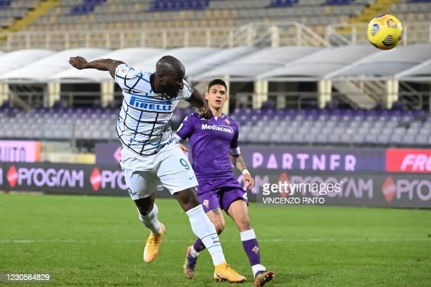 Inter Milan's Belgian forward Romelu Lukaku scores a header during the Italian Cup round of sixteen football match Fiorentina vs Inter Milan on...