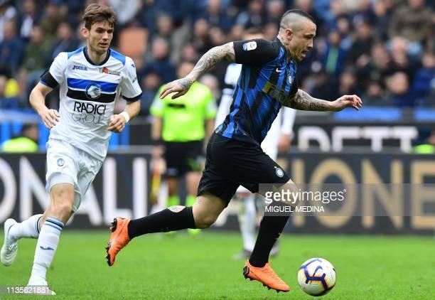 Inter Milan's Belgian midfielder Radja Nainggolan runs with the ball during the Italian Serie A football match Inter Milan vs Atalanta Bergamo on...