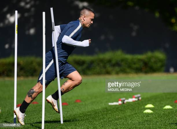Inter Milan's Belgian midfielder Radja Nainggolan takes part in a training session on October 2 2018 at the Appiano Gentile training ground near Como...