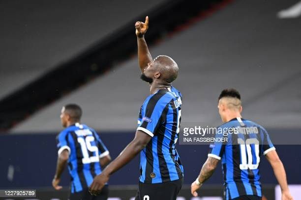 Inter Milan's BelgIna forward Romelu Lukaku celebrates scoring the opening goal with his teammates during the UEFA Europa League round of 16 football...