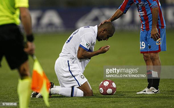 Inter Milan's brasilian defender Siseinado MAicon is comforted by Catania's argentine midfielder Adrian Ricchiuti during their Serie A football match...