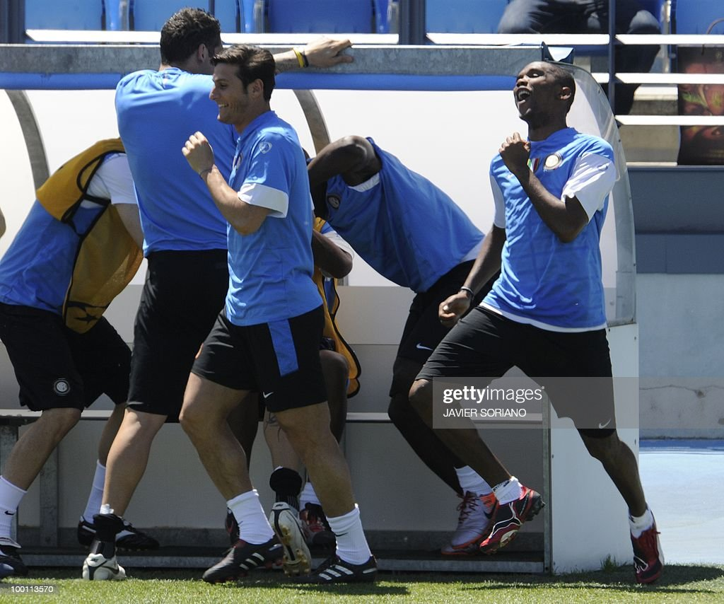 Inter Milan's Cameroonian forward Samuel Eto'o (R) and Argentinian defender and captain Javier Aldemar Zanetti (3rd R) take part in a team training session at the Alfredo Di Stefano stadium in Madrid, on May 21, 2010, on the eve of the UEFA Champions League Final against Bayern Munich.