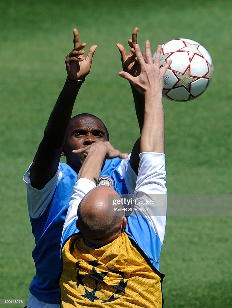 Inter Milan's Cameroonian forward Samuel Eto'o (Facing) takes part in team training session at the Alfredo Di Stefano stadium in Madrid, on May 21, 2010, on the eve of the UEFA Champions League Final against Bayern Munich.