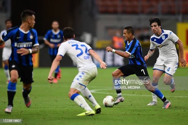 Inter Milan's Chilean forward Alexis Sanchez challenges Brescia's Italian defender Andrea Papetti and Brescia's Italian midfielder Sandro Tonali...