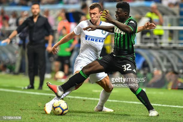 Inter Milan's Croatian midfielder Ivan Perisic and Sassuolo's Ghanaian midfielder Alfred Duncan go for the ball during the Italian Serie A football...