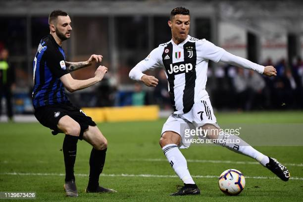 Inter Milan's Croatian midfielder Marcelo Brozovic fights for the ball with Juventus' Portuguese forward Cristiano Ronaldo during the Italian Serie A...