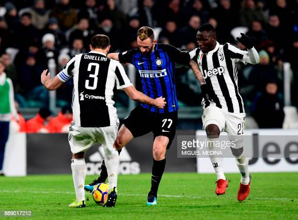 Inter Milan's Croatian midfielder Marcelo Brozovic fights for the ball with Juventus' Italian defender Giorgio Chiellini and Juventus' Ghanaian...