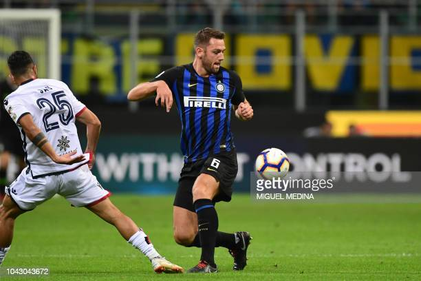 Inter Milan's Dutch defender Stefan de Vrij controls the ball during the Italian Serie A football match Inter Milan vs Cagliari on September 29 2018...