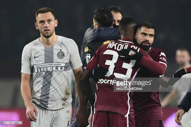 Inter Milan's Dutch defender Stefan de Vrij reacts as Torino's Venezuelan midfielder Tomas Rincon embraces Torino's Cameroonian defender Nicolas...