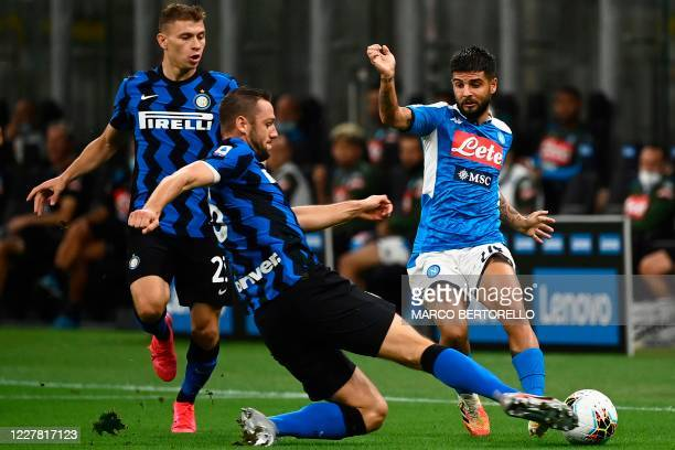 Inter Milan's Dutch defender Stefan de Vrij vies with Napoli's Italian forward Lorenzo Insigne during the Italian Serie A football match Inter Milan...