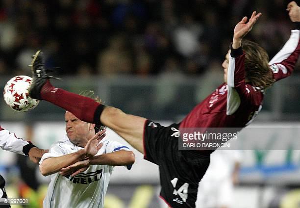 Inter Milan's Dutch midfielder Andy Van Der Meyde vies with Reggina's defender Ivan Franceschini during their Italian serie A football match in...