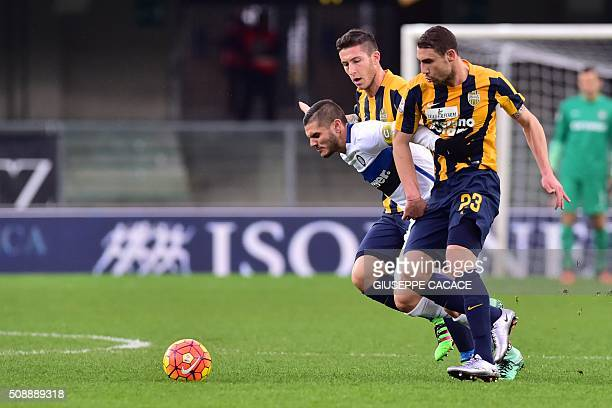TOPSHOT Inter Milan's forward from Argentina Mauro Icardi fights for the ball with Hellas Verona's midfielder from Italy Simon Laner and Hellas...