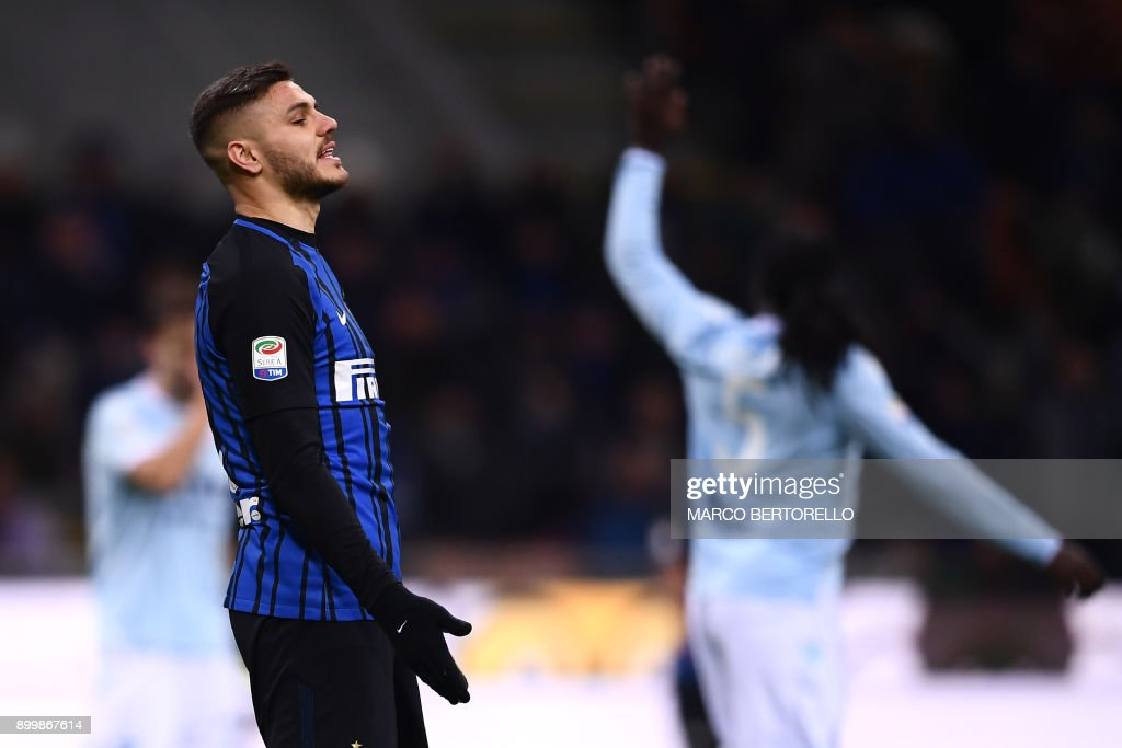 Inter Milan's forward Mauro Emanuel Icardi from Argentina reacts during the Italian Serie A football match Inter Milan Vs Lazio on December 30, 2017 at the 'San Siro Stadium' in Milan. /