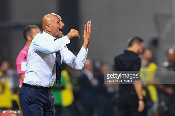 Inter Milan's head coach Luciano Spalletti gives instructions during the Italian Serie A football match Sassuolo vs Inter Milan at the Mapei Stadium...