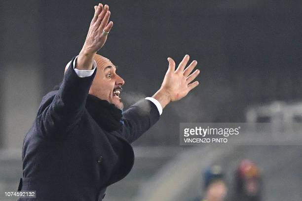 Inter Milan's head coach Luciano Spalletti shouts instructions during the Italian Serie A Football match Chievo Verona vs Inter Milan at the...