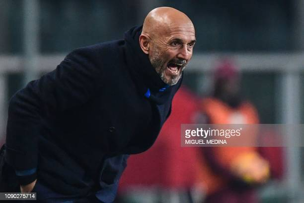 Inter Milan's head coach Luciano Spalletti shouts instructions during the Italian Serie A football match Torino vs Inter Milan on January 27 2019 at...